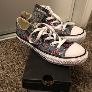 Youth Converse Size 3